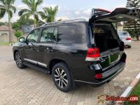 Registered / Nigerian used 2017 Toyota land cruiser vxr for sale in Nigeria