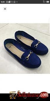 Female flat shoes