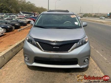 Tokunbo 2010 Toyota Sienna for sale in Nigeria