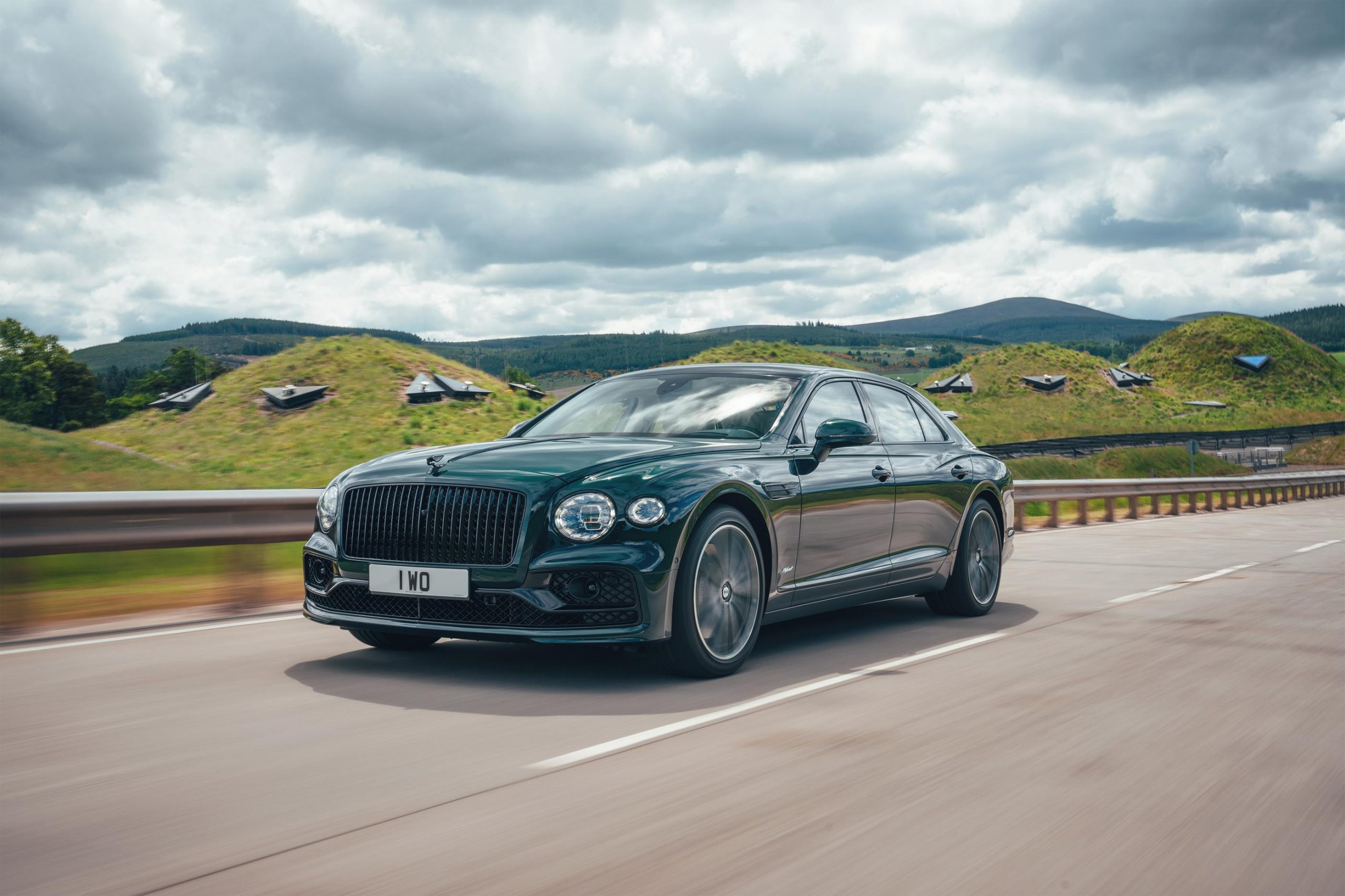 full specifications and price of 2022 Bentley Flying Spur Hybrid in Nigeria