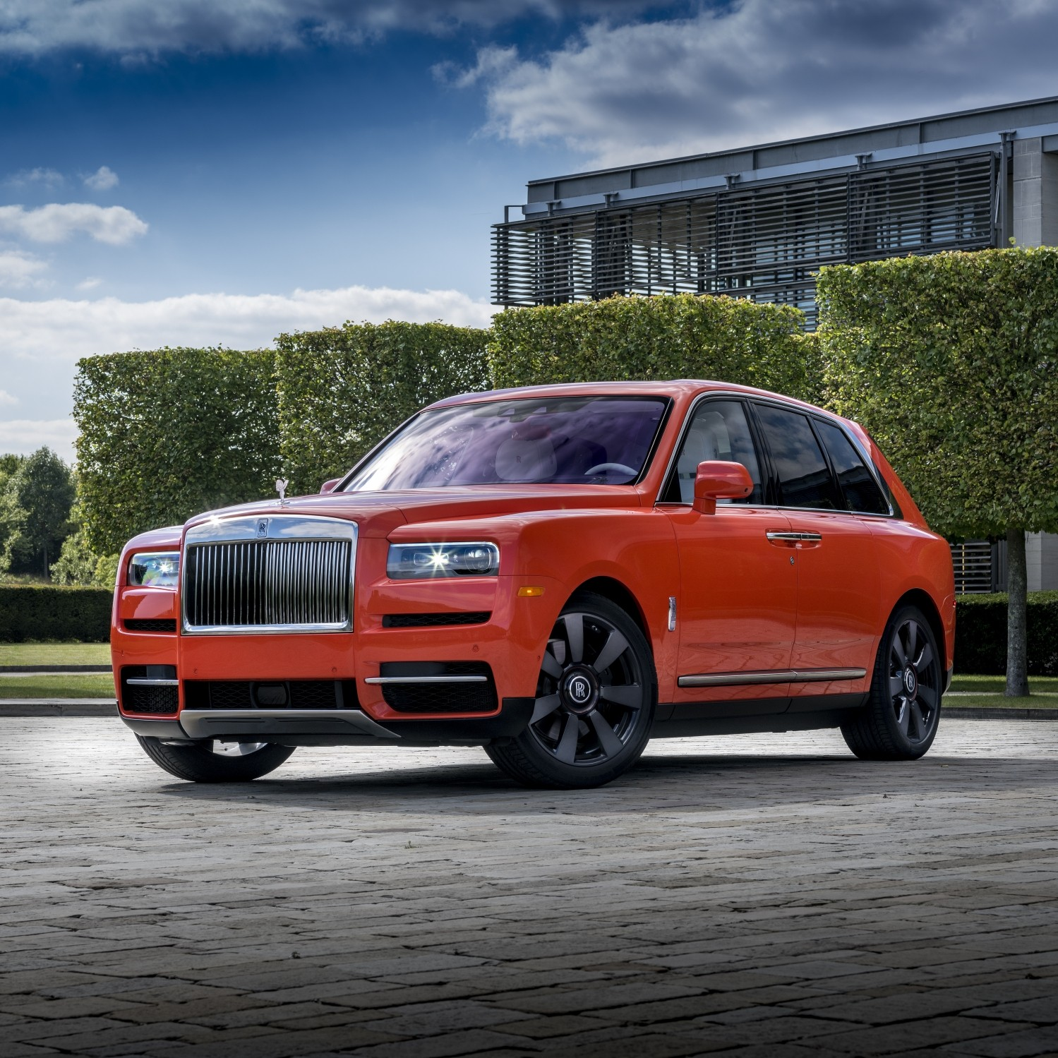 Specs and price of 2021 Rolls Royce Cullinan in Nigeria