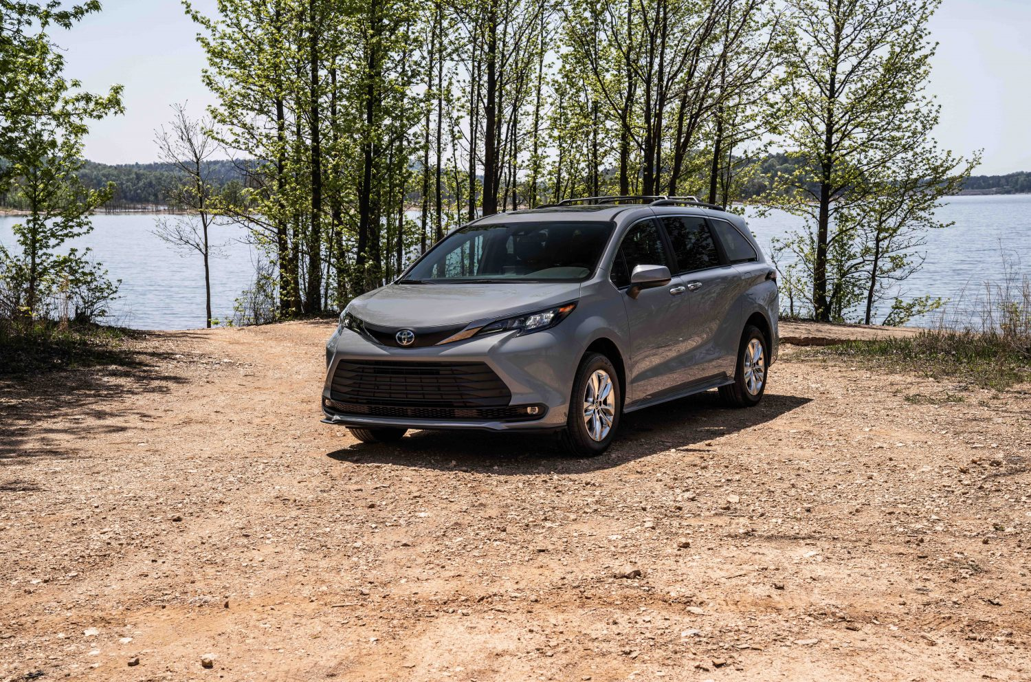 2022 Toyota Sienna specs and price in Nigeria